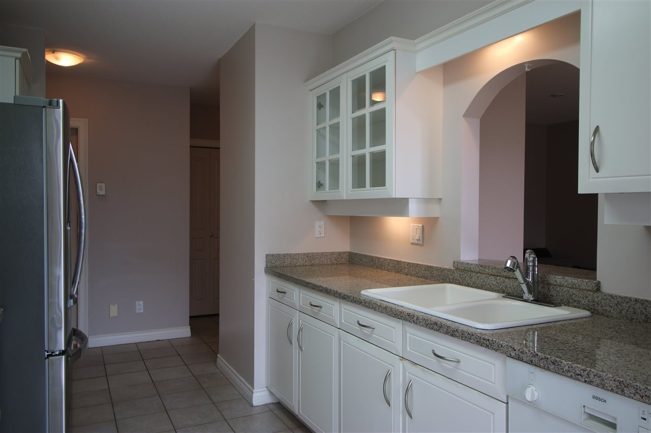 Condo Apartment at 202 588 16TH STREET, Unit 202, West Vancouver, British Columbia. Image 3