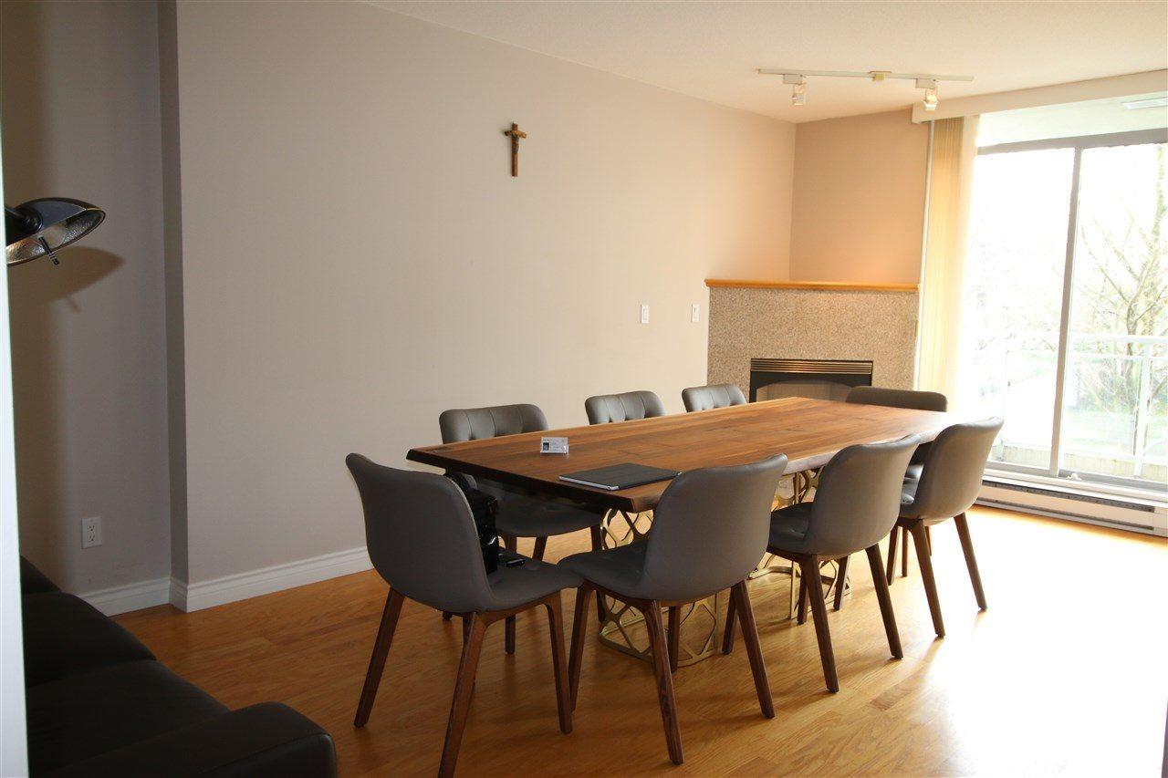 Condo Apartment at 202 588 16TH STREET, Unit 202, West Vancouver, British Columbia. Image 6