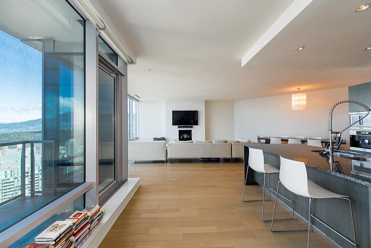 Condo Apartment at 4601 1128 W GEORGIA STREET, Unit 4601, Vancouver West, British Columbia. Image 6