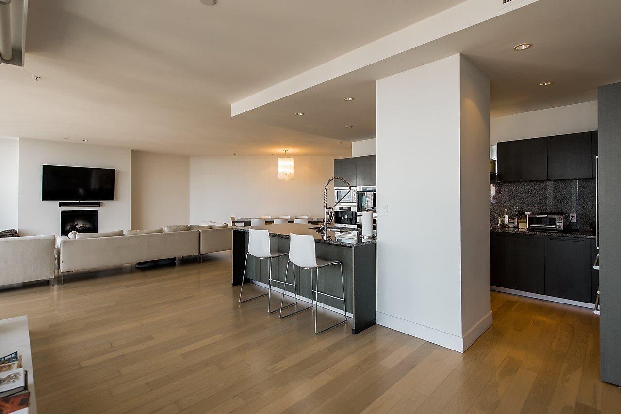 Condo Apartment at 4601 1128 W GEORGIA STREET, Unit 4601, Vancouver West, British Columbia. Image 7