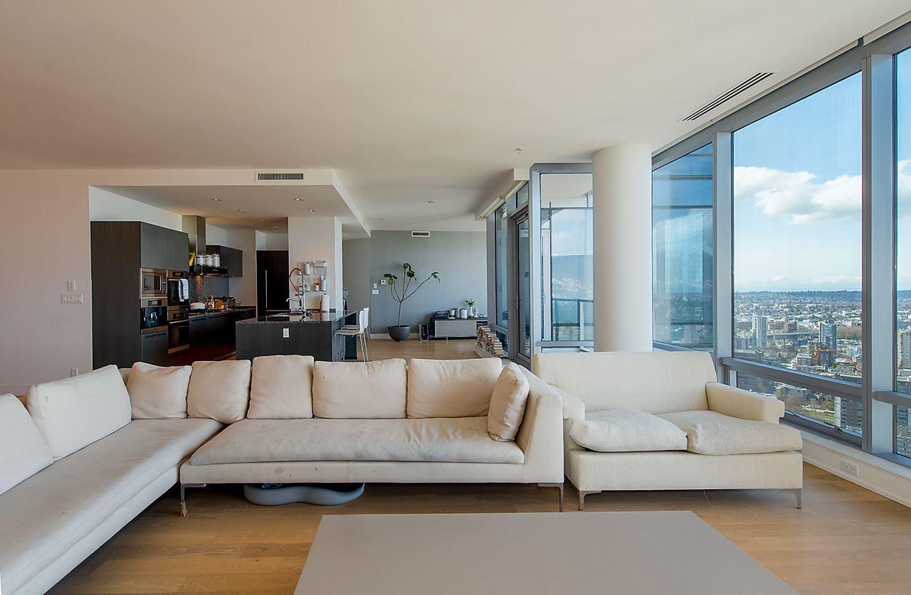 Condo Apartment at 4601 1128 W GEORGIA STREET, Unit 4601, Vancouver West, British Columbia. Image 13