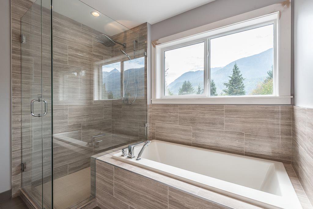 Half-duplex at 41875 GOVERNMENT ROAD, Squamish, British Columbia. Image 13
