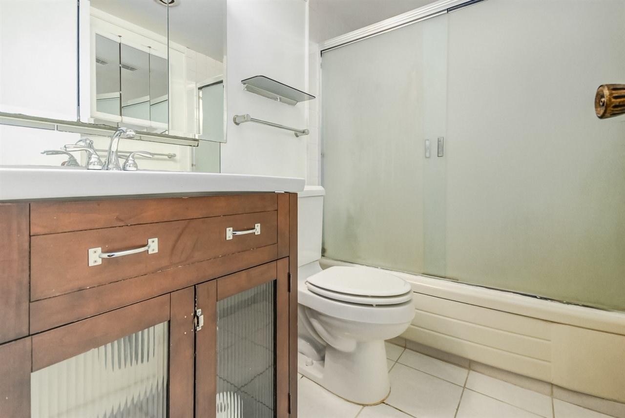 Condo Apartment at 1247 235 KEITH ROAD, Unit 1247, West Vancouver, British Columbia. Image 4