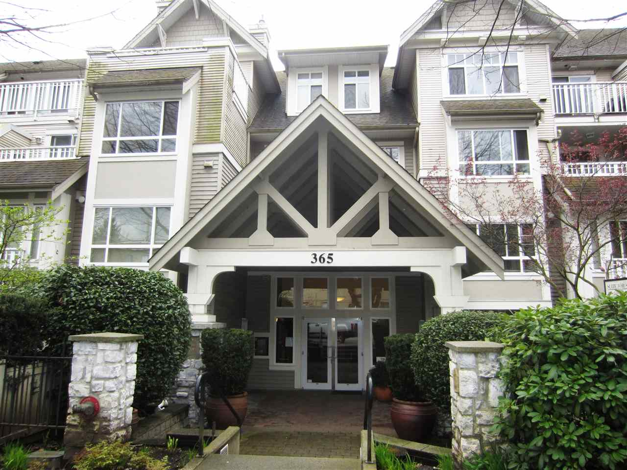 Condo Apartment at 313 365 E 1ST STREET, Unit 313, North Vancouver, British Columbia. Image 3
