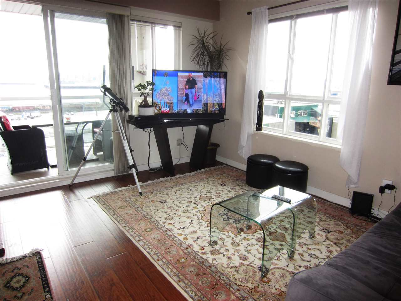 Condo Apartment at 313 365 E 1ST STREET, Unit 313, North Vancouver, British Columbia. Image 7