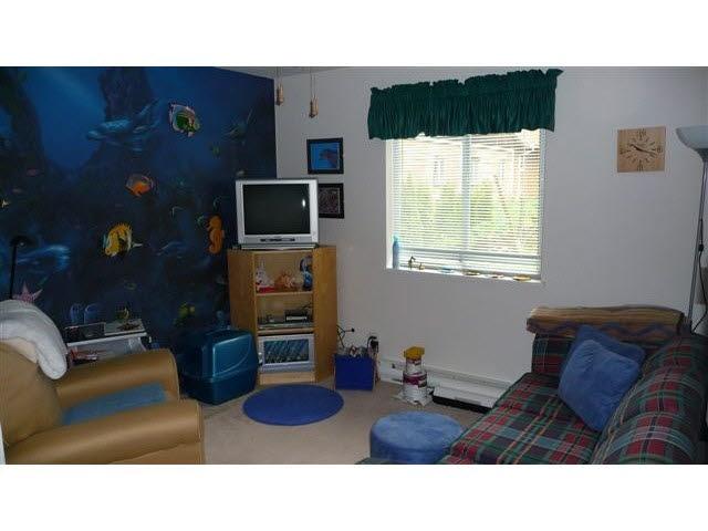 Half-duplex at 38884 GAMBIER AVENUE, Squamish, British Columbia. Image 9