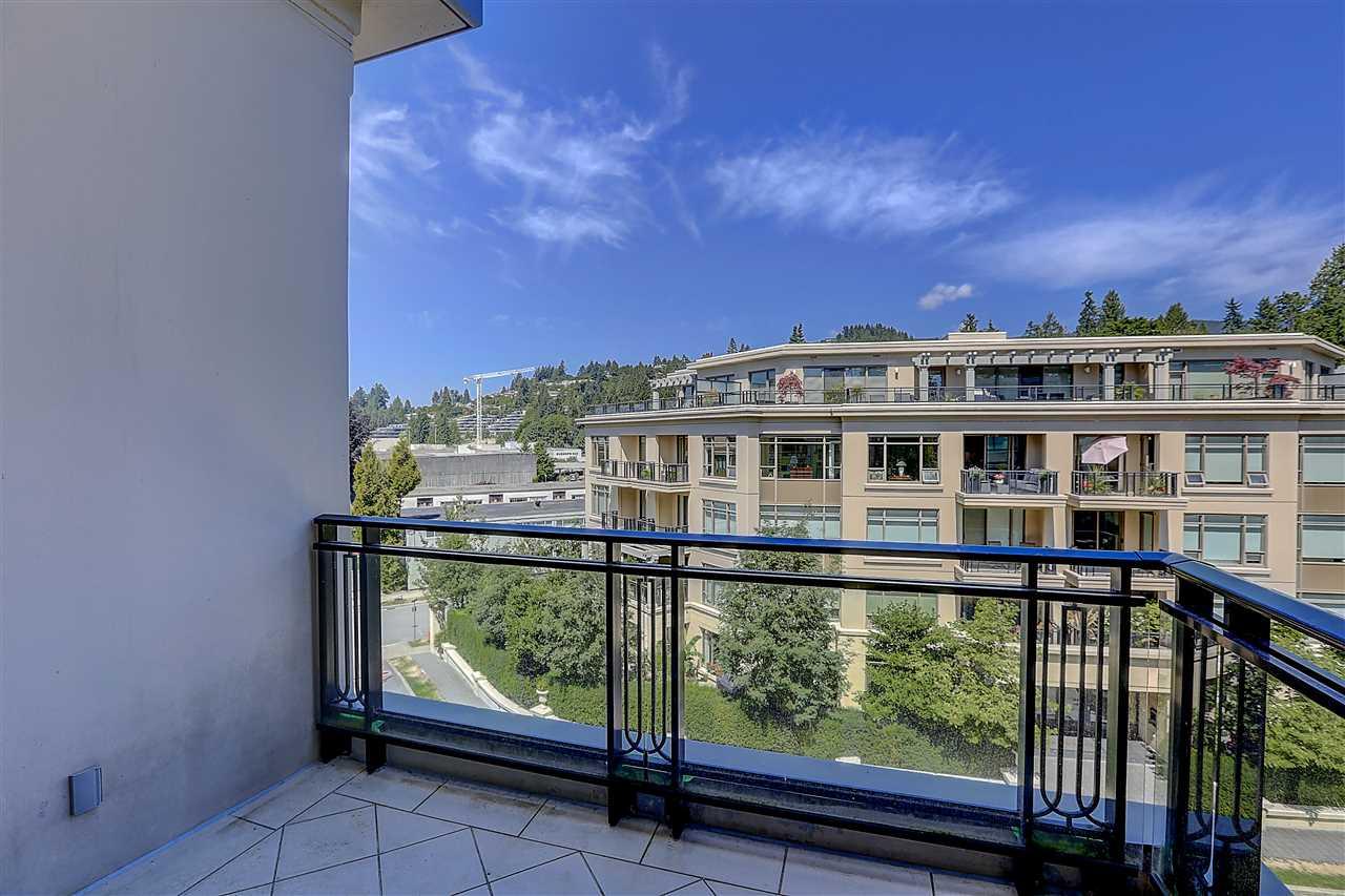 Condo Apartment at 400 540 WATERS EDGE CRESCENT, Unit 400, West Vancouver, British Columbia. Image 12
