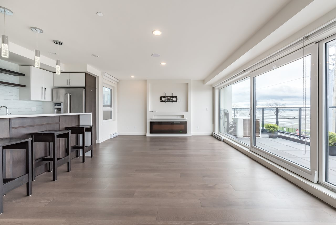 Condo Apartment at 302 15581 MARINE DRIVE, Unit 302, South Surrey White Rock, British Columbia. Image 2