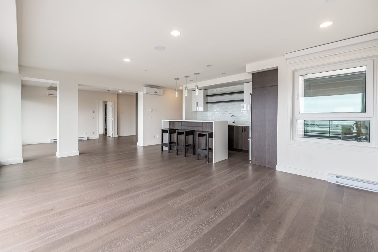 Condo Apartment at 302 15581 MARINE DRIVE, Unit 302, South Surrey White Rock, British Columbia. Image 3