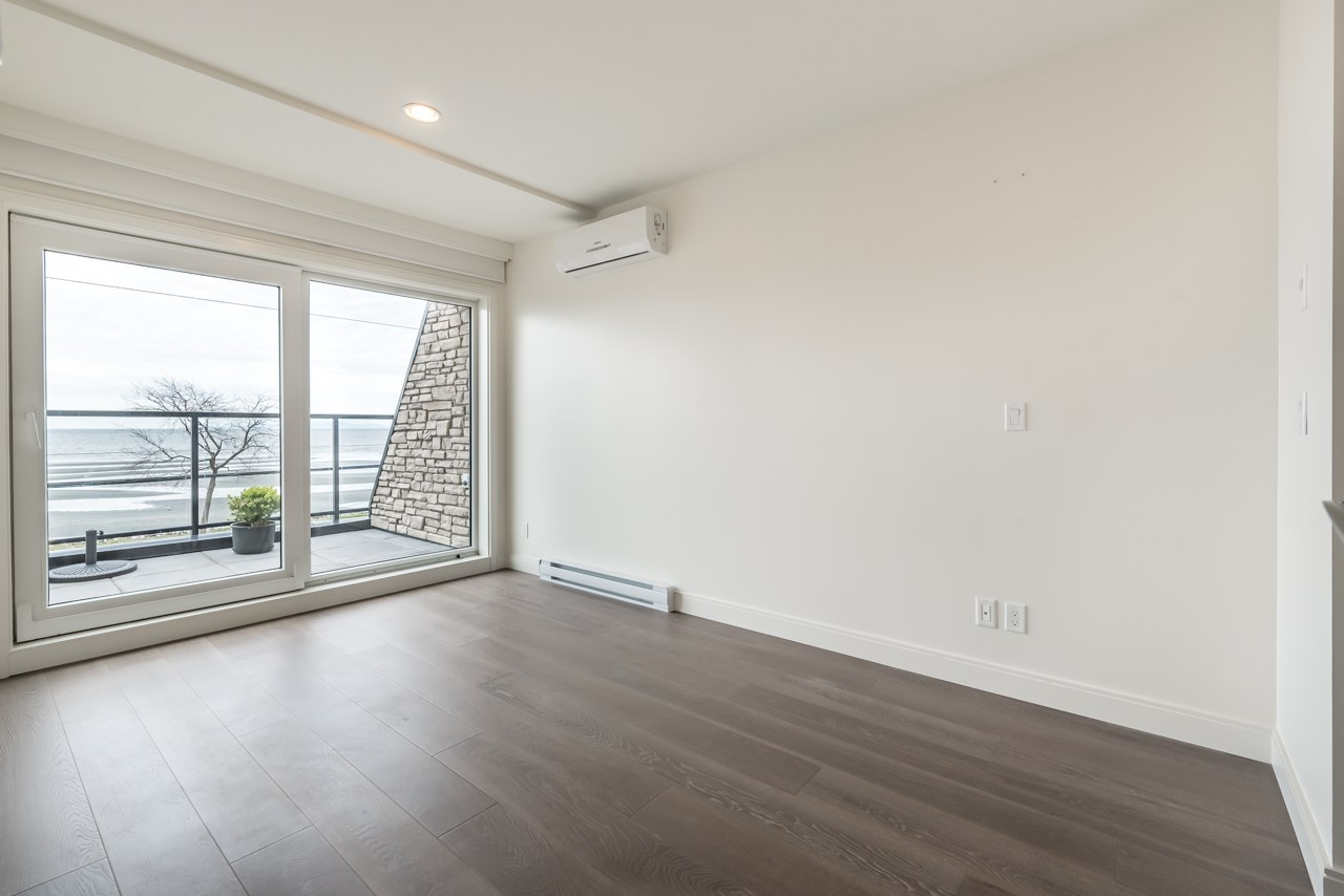 Condo Apartment at 302 15581 MARINE DRIVE, Unit 302, South Surrey White Rock, British Columbia. Image 8