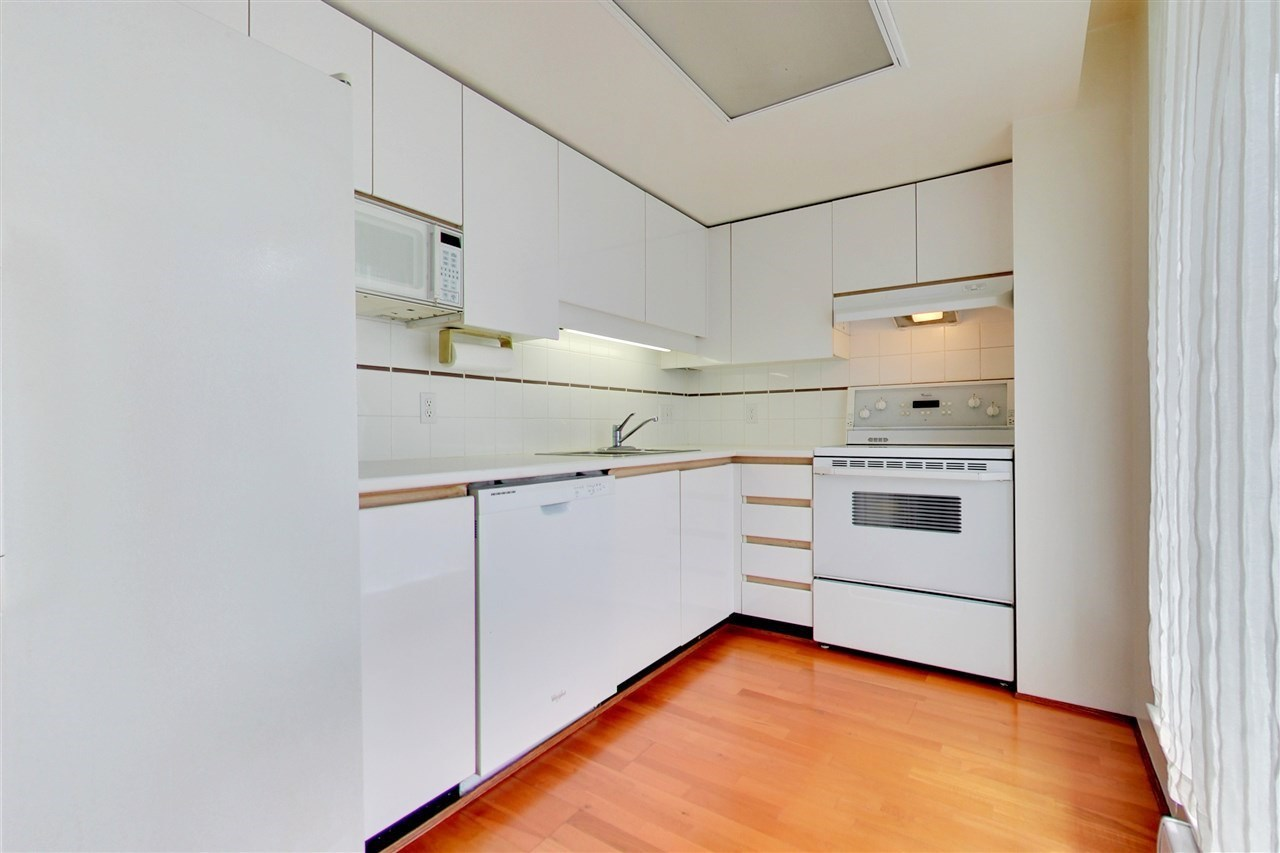 Condo Apartment at 709 1500 HOWE STREET, Unit 709, Vancouver West, British Columbia. Image 8