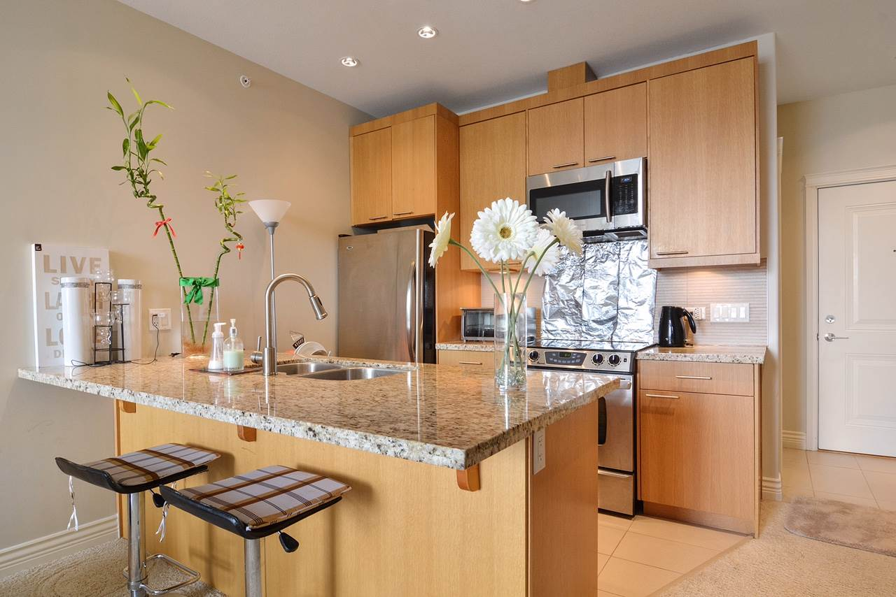Condo Apartment at 401 2970 KING GEORGE BOULEVARD, Unit 401, South Surrey White Rock, British Columbia. Image 4