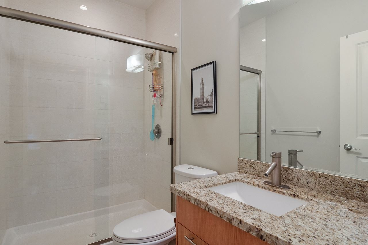 Condo Apartment at 401 2970 KING GEORGE BOULEVARD, Unit 401, South Surrey White Rock, British Columbia. Image 8