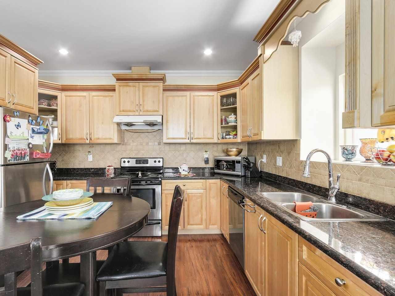 Half-duplex at 7449 MAIN STREET, Vancouver East, British Columbia. Image 5