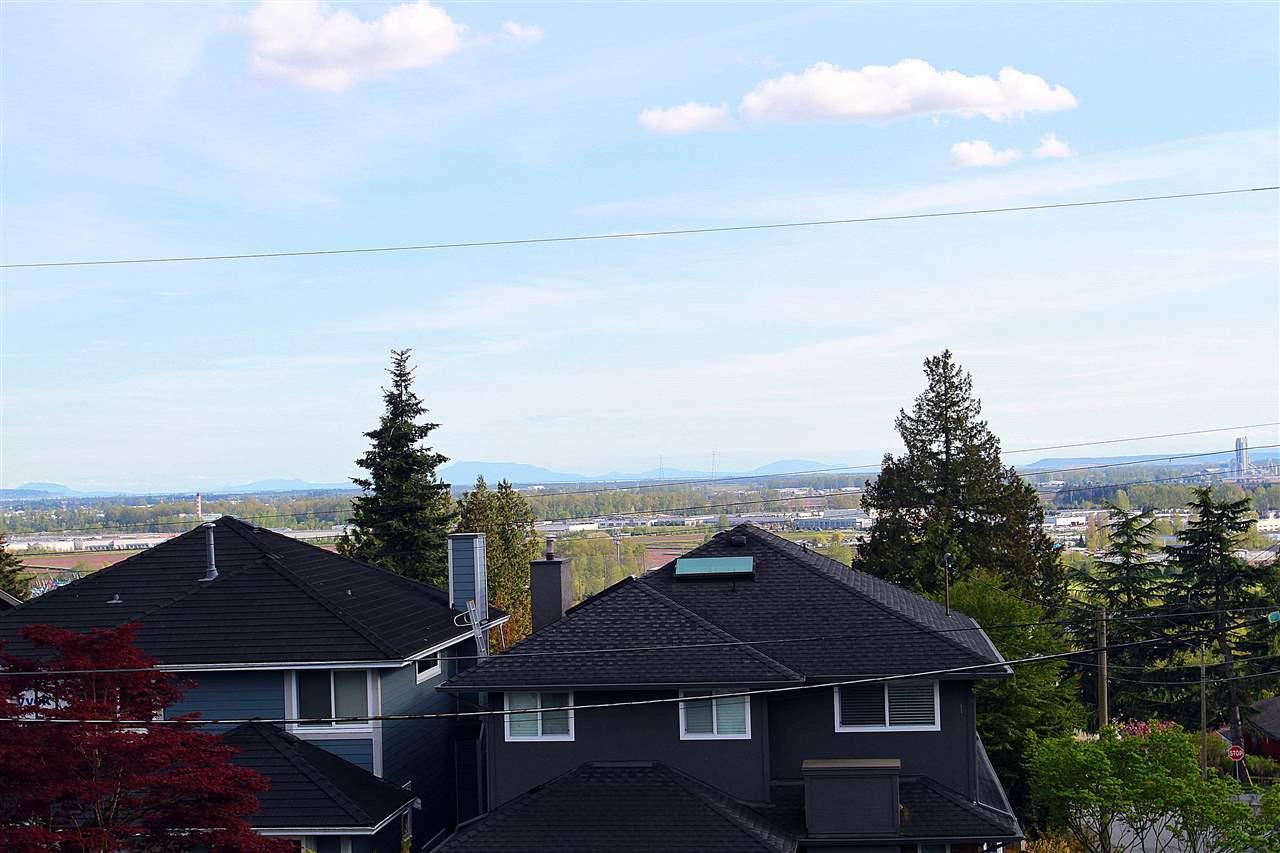Half-duplex at 5111 EWART STREET, Burnaby South, British Columbia. Image 8