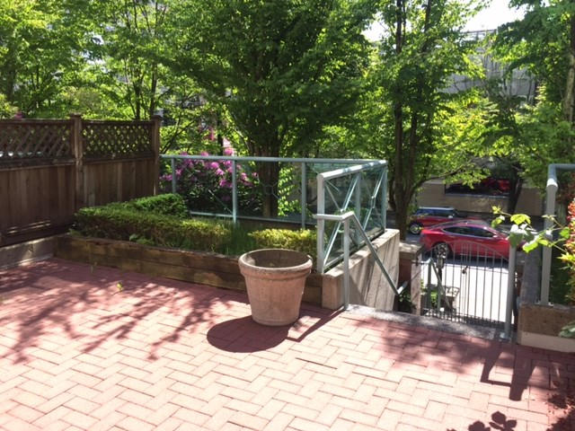 Townhouse at 105 287 SMITHE STREET, Unit 105, Vancouver West, British Columbia. Image 6