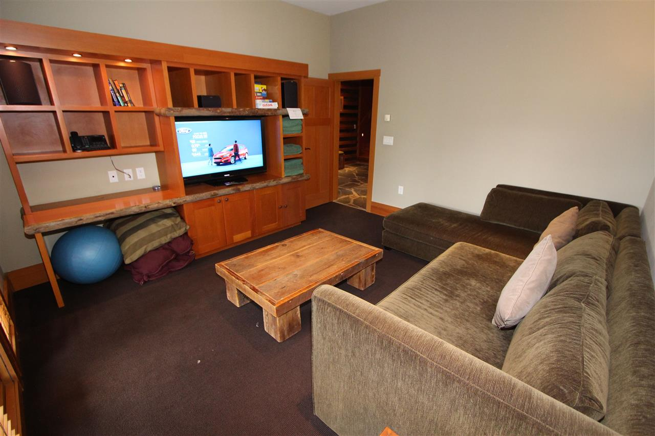 Half-duplex at 21A 2300 NORDIC DRIVE, Unit 21A, Whistler, British Columbia. Image 3