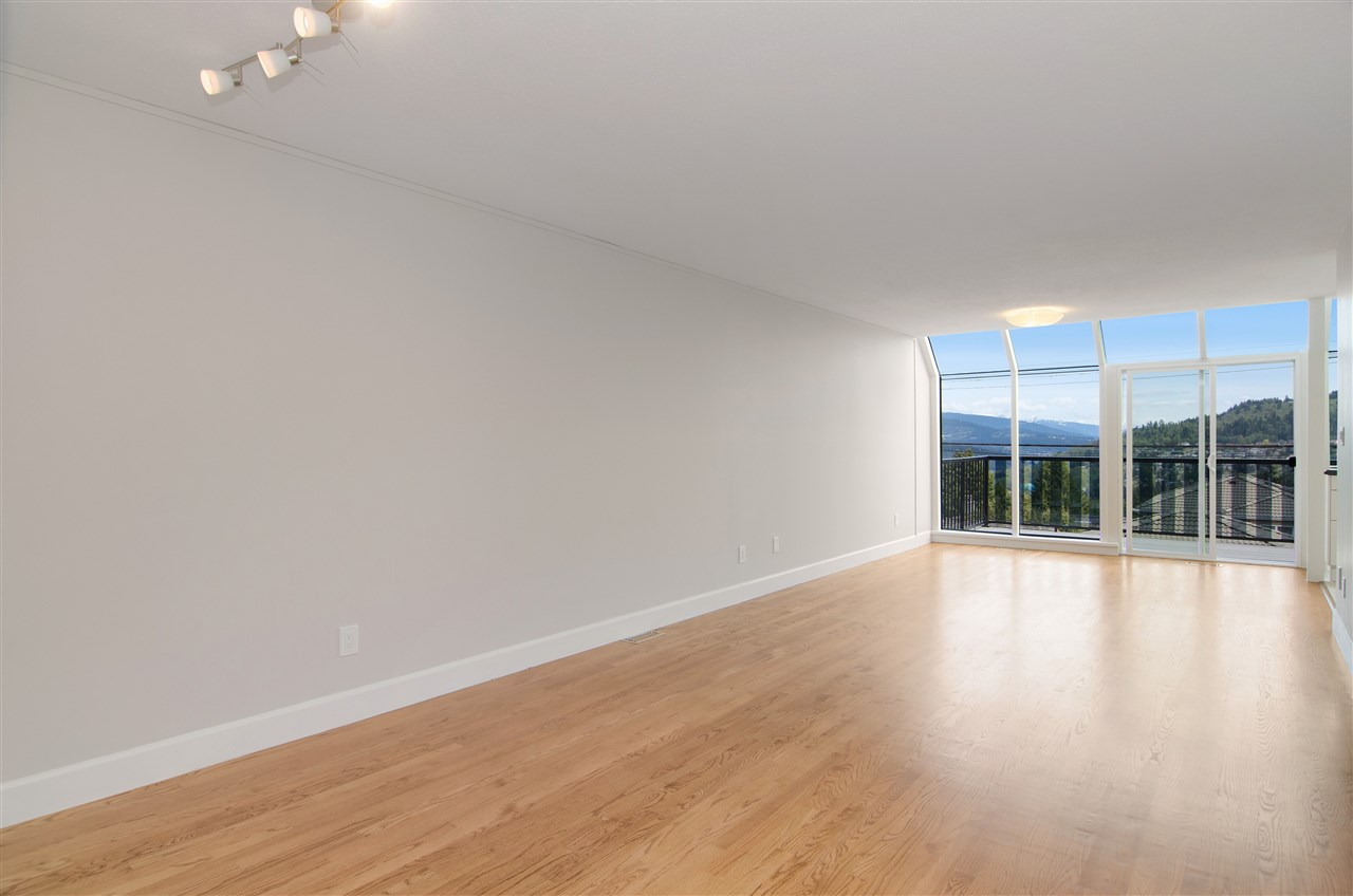 Detached at 16 N HOLDOM AVENUE, Burnaby North, British Columbia. Image 3