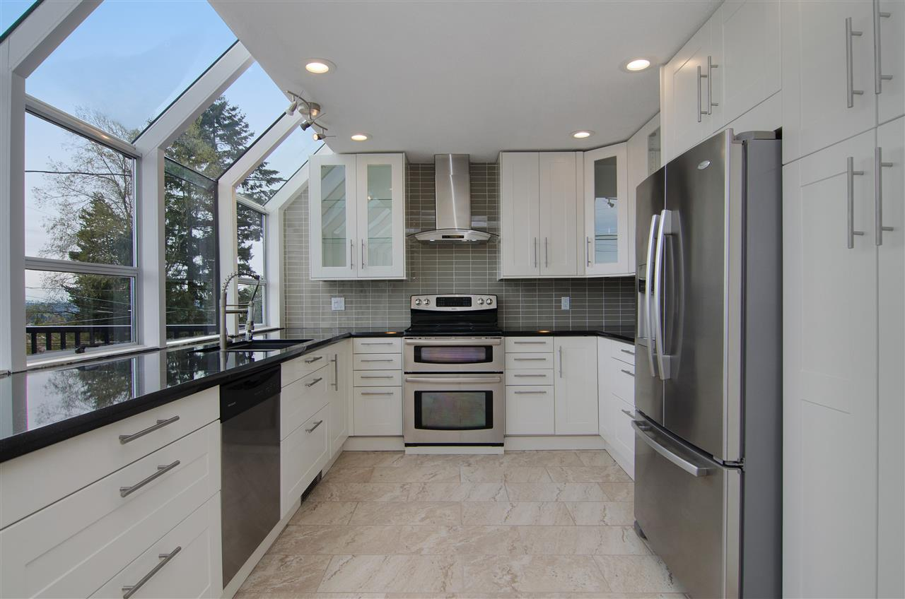 Detached at 16 N HOLDOM AVENUE, Burnaby North, British Columbia. Image 5