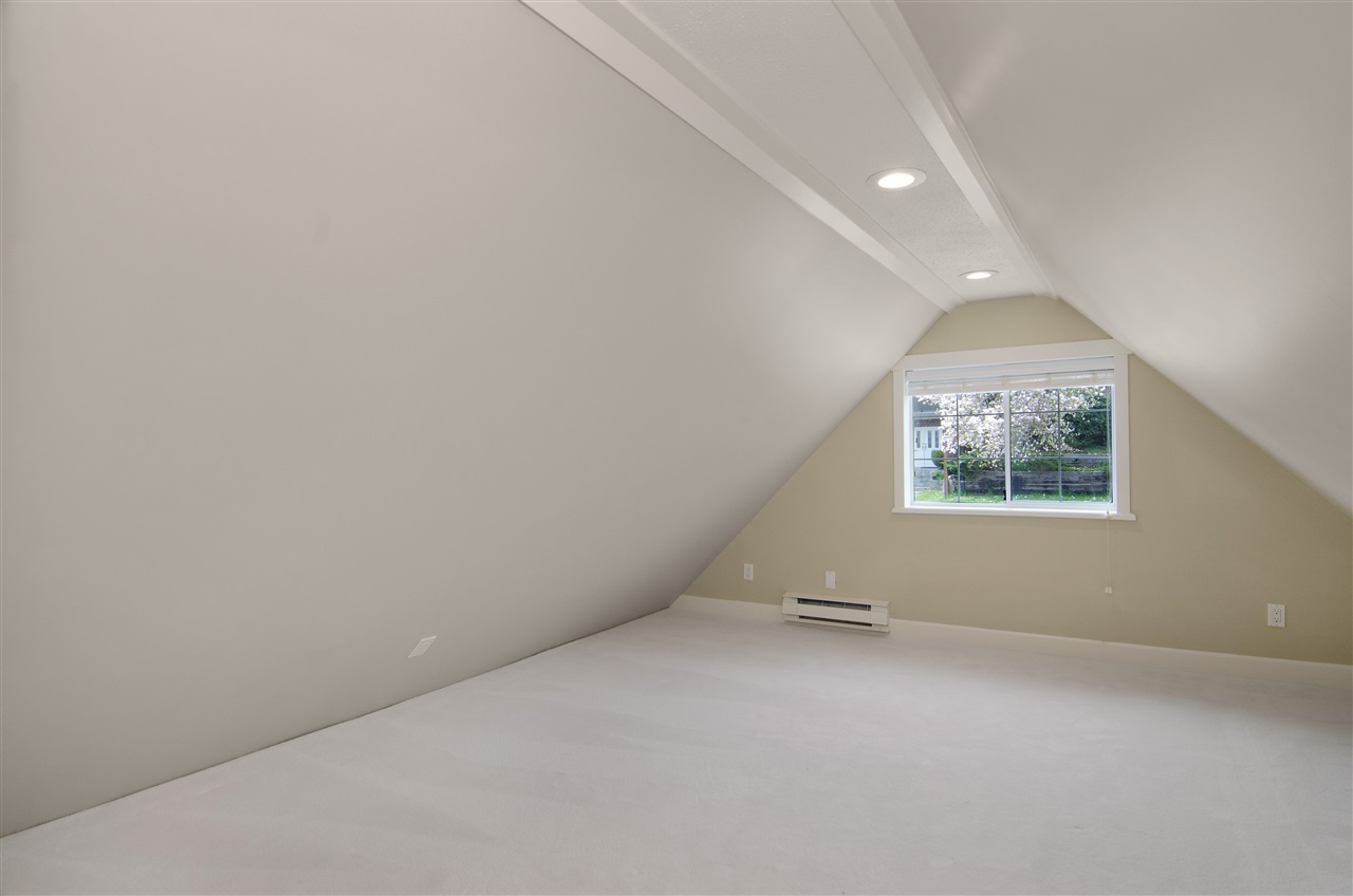Detached at 16 N HOLDOM AVENUE, Burnaby North, British Columbia. Image 17