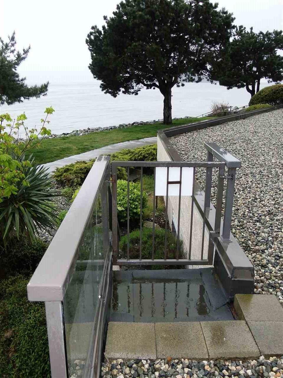 Condo Apartment at 105 5477 WHARF AVENUE, Unit 105, Sunshine Coast, British Columbia. Image 6