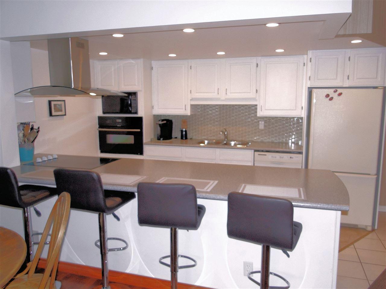 Condo Apartment at 105 5477 WHARF AVENUE, Unit 105, Sunshine Coast, British Columbia. Image 7