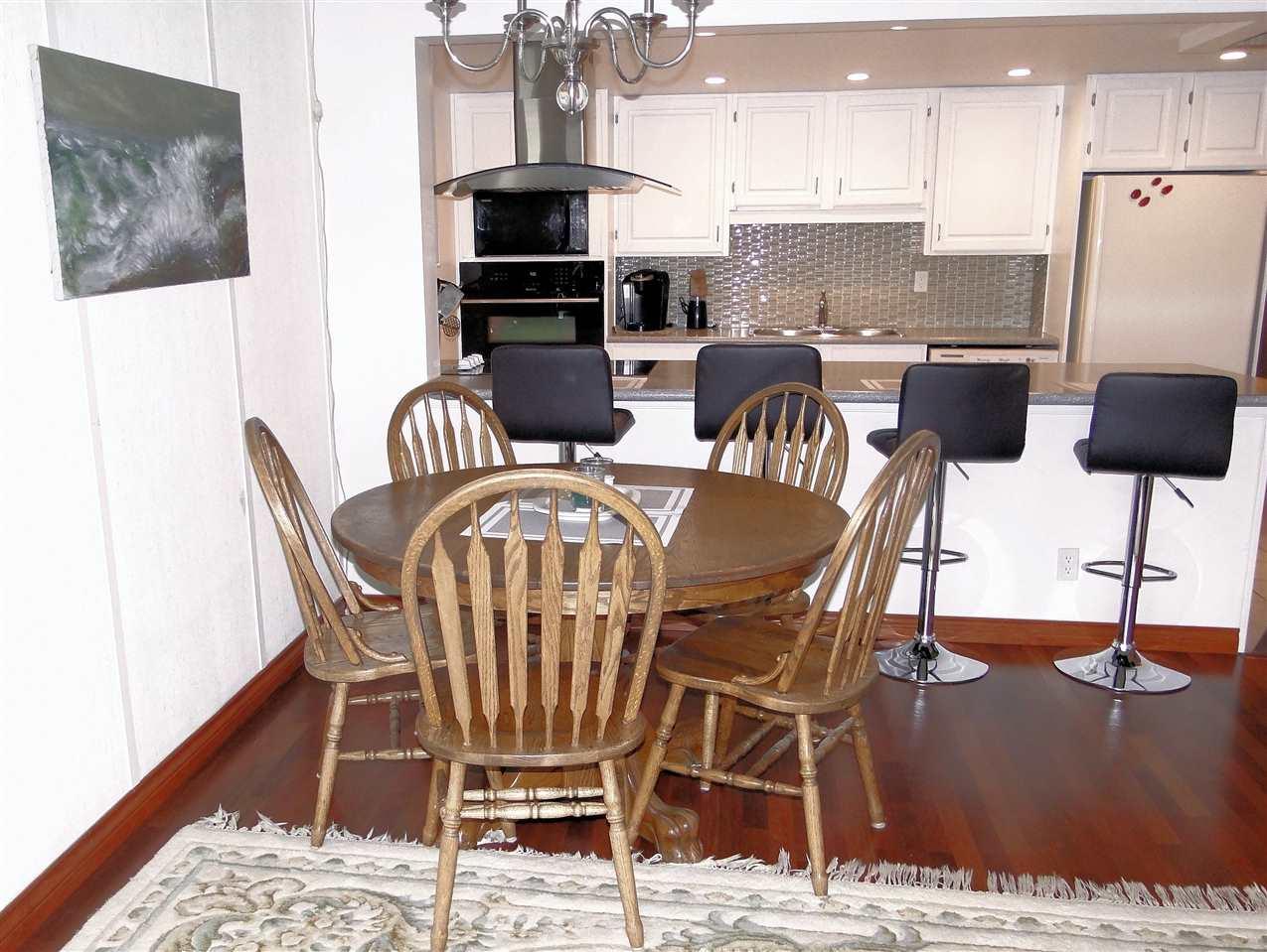 Condo Apartment at 105 5477 WHARF AVENUE, Unit 105, Sunshine Coast, British Columbia. Image 9