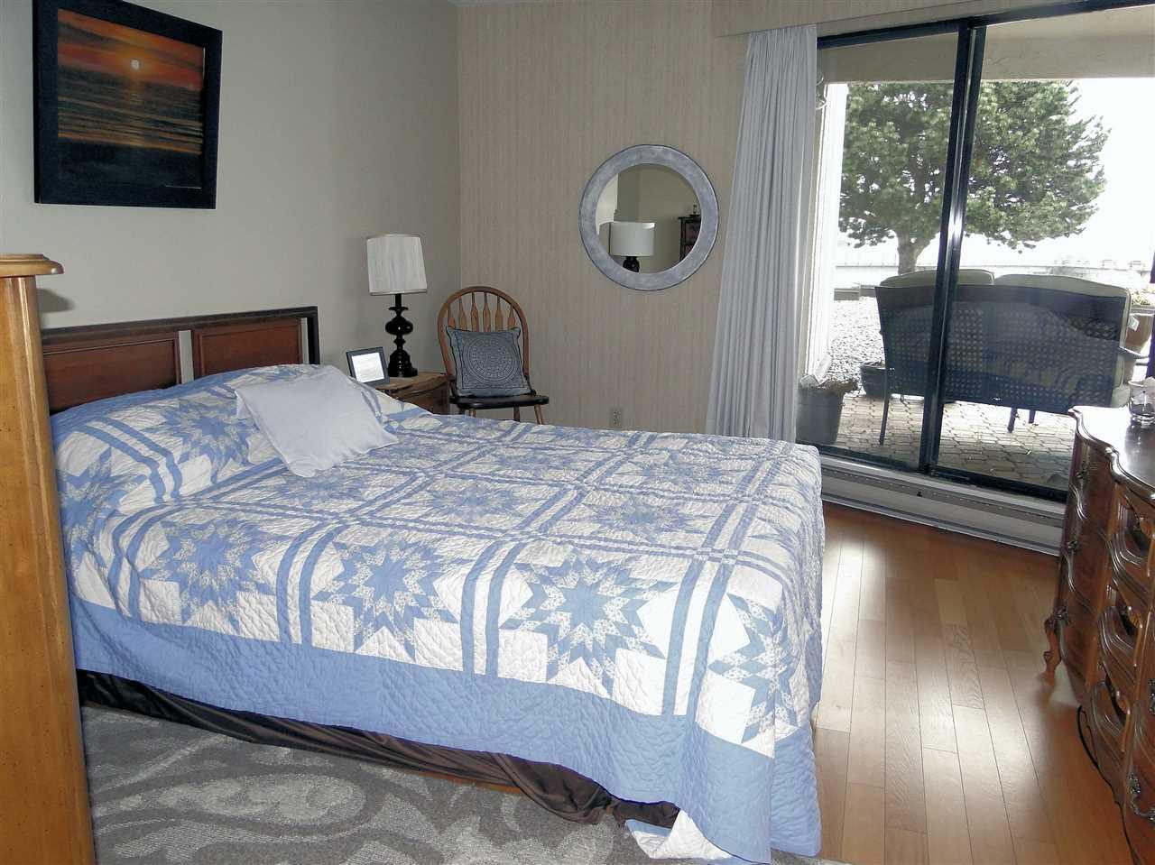 Condo Apartment at 105 5477 WHARF AVENUE, Unit 105, Sunshine Coast, British Columbia. Image 10