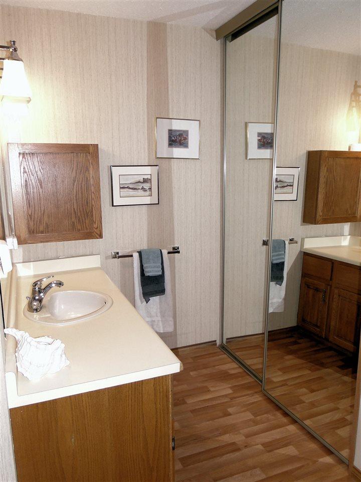 Condo Apartment at 105 5477 WHARF AVENUE, Unit 105, Sunshine Coast, British Columbia. Image 11