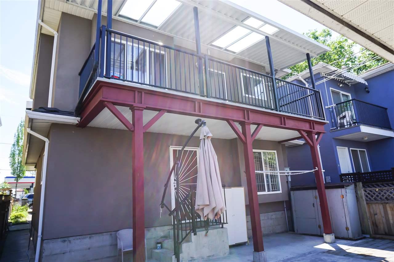 Half-duplex at 6841 VICTORIA DRIVE, Vancouver East, British Columbia. Image 12