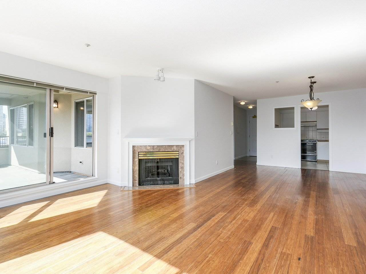 Condo Apartment at 221 525 WHEELHOUSE SQUARE, Unit 221, Vancouver West, British Columbia. Image 3