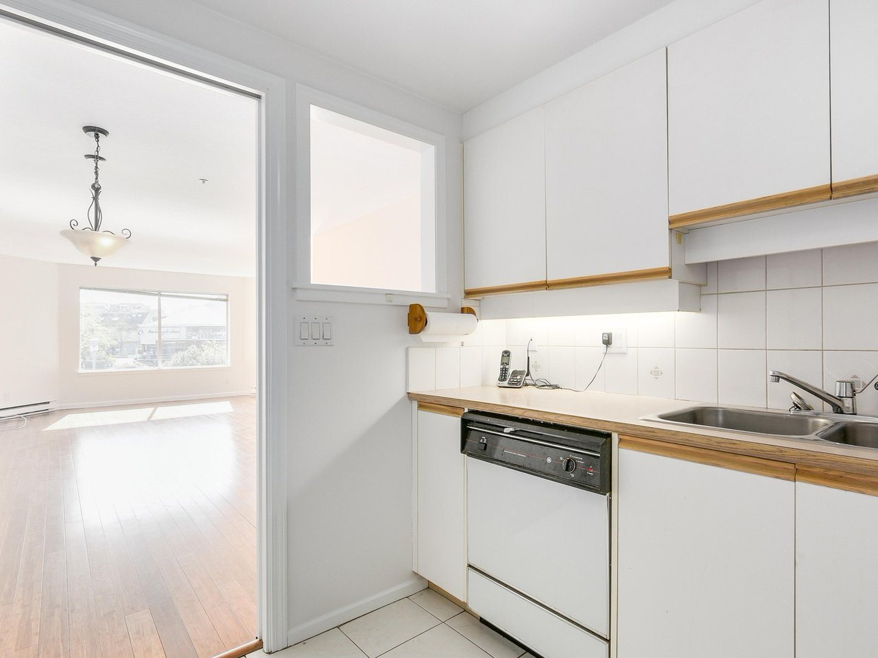 Condo Apartment at 221 525 WHEELHOUSE SQUARE, Unit 221, Vancouver West, British Columbia. Image 5