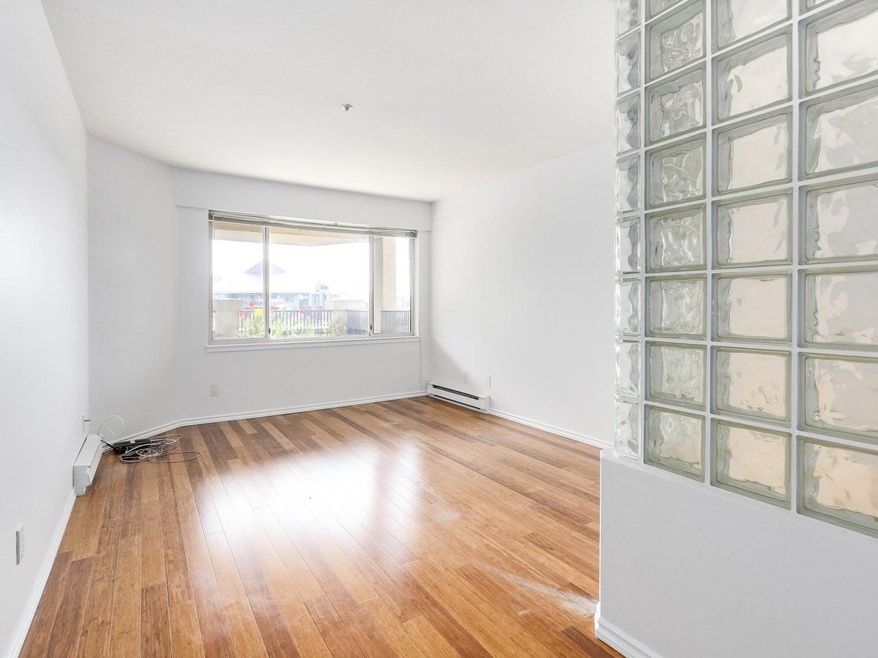 Condo Apartment at 221 525 WHEELHOUSE SQUARE, Unit 221, Vancouver West, British Columbia. Image 6