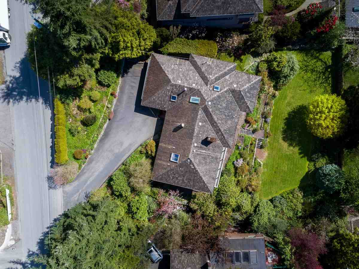 Detached at 3170 BENBOW ROAD, West Vancouver, British Columbia. Image 2