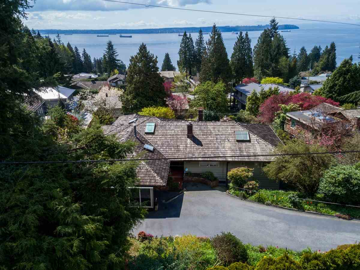 Detached at 3170 BENBOW ROAD, West Vancouver, British Columbia. Image 3