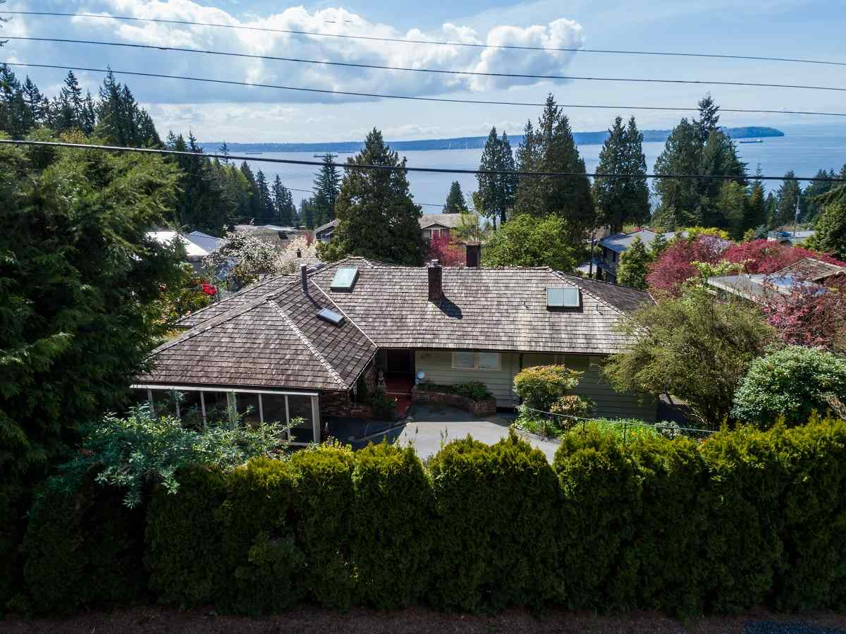 Detached at 3170 BENBOW ROAD, West Vancouver, British Columbia. Image 4