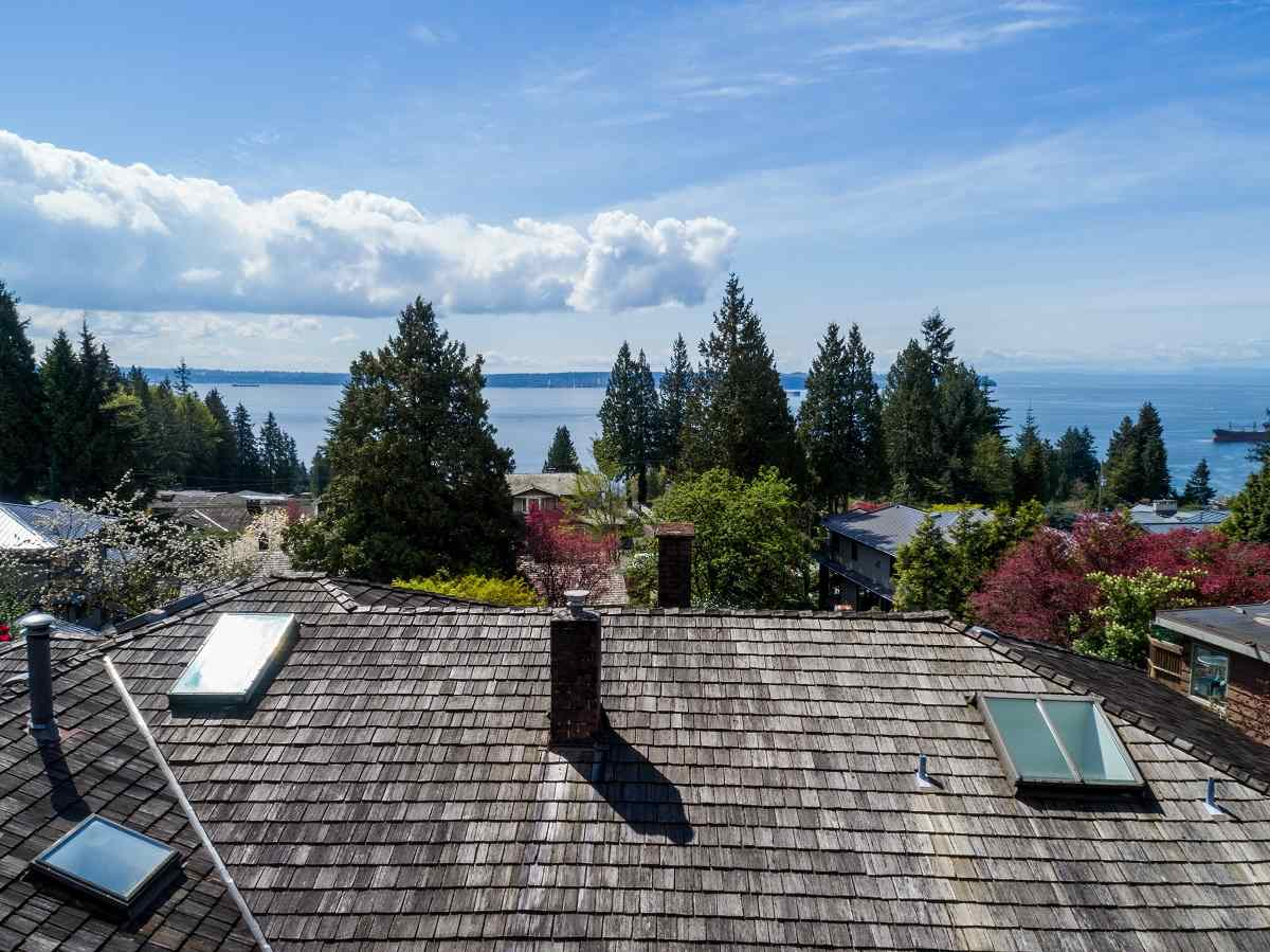 Detached at 3170 BENBOW ROAD, West Vancouver, British Columbia. Image 5
