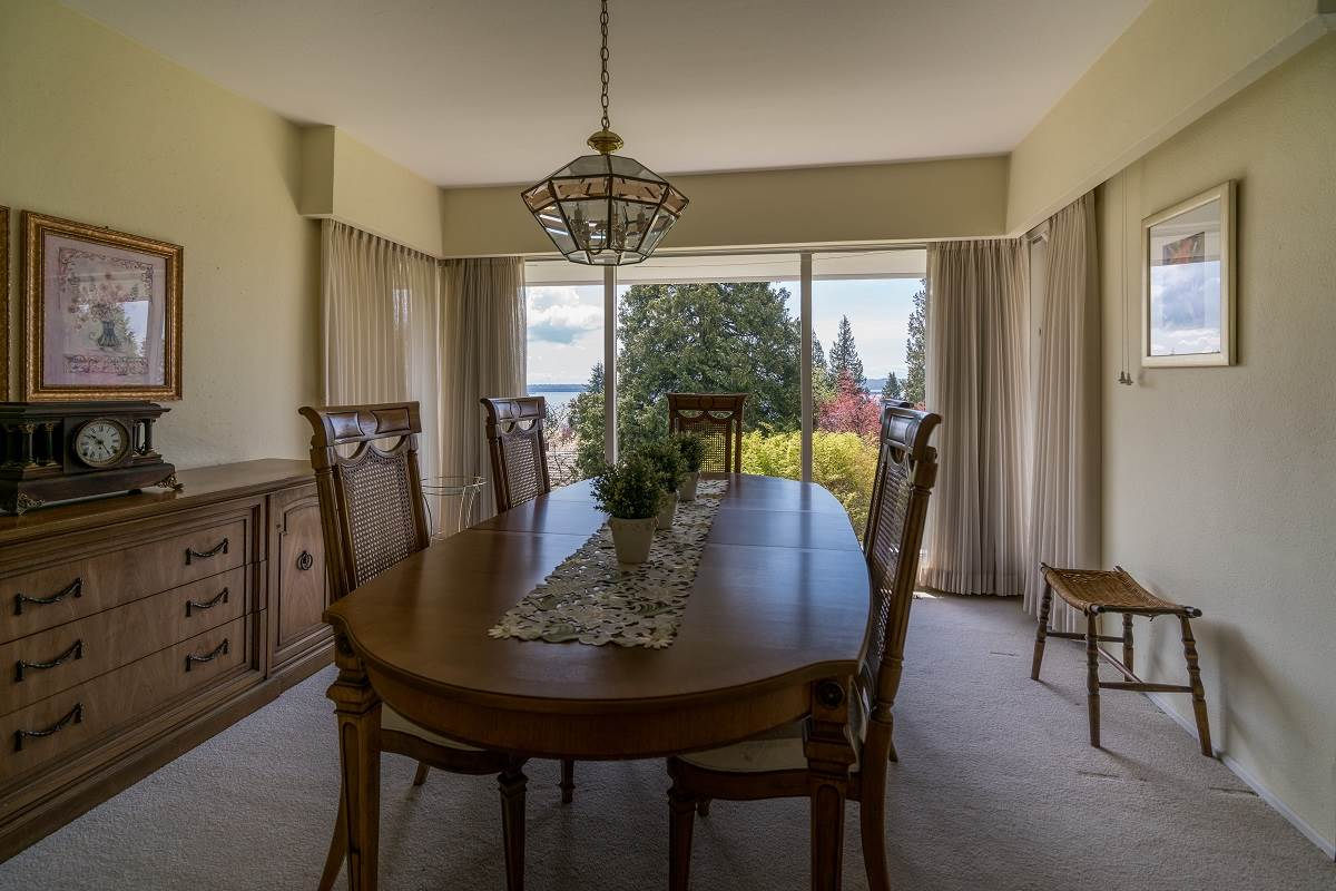Detached at 3170 BENBOW ROAD, West Vancouver, British Columbia. Image 8