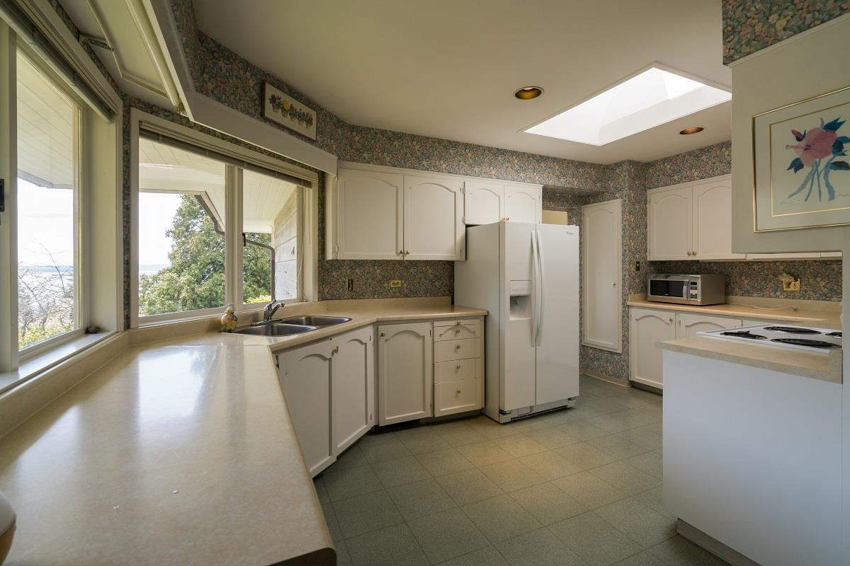 Detached at 3170 BENBOW ROAD, West Vancouver, British Columbia. Image 9