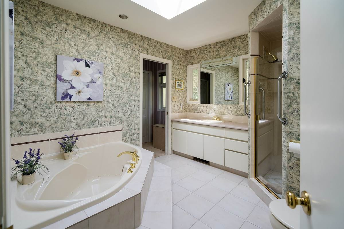Detached at 3170 BENBOW ROAD, West Vancouver, British Columbia. Image 11