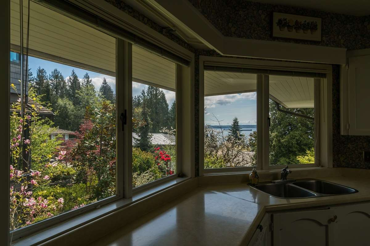 Detached at 3170 BENBOW ROAD, West Vancouver, British Columbia. Image 12