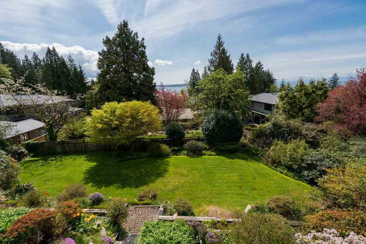 Detached at 3170 BENBOW ROAD, West Vancouver, British Columbia. Image 14