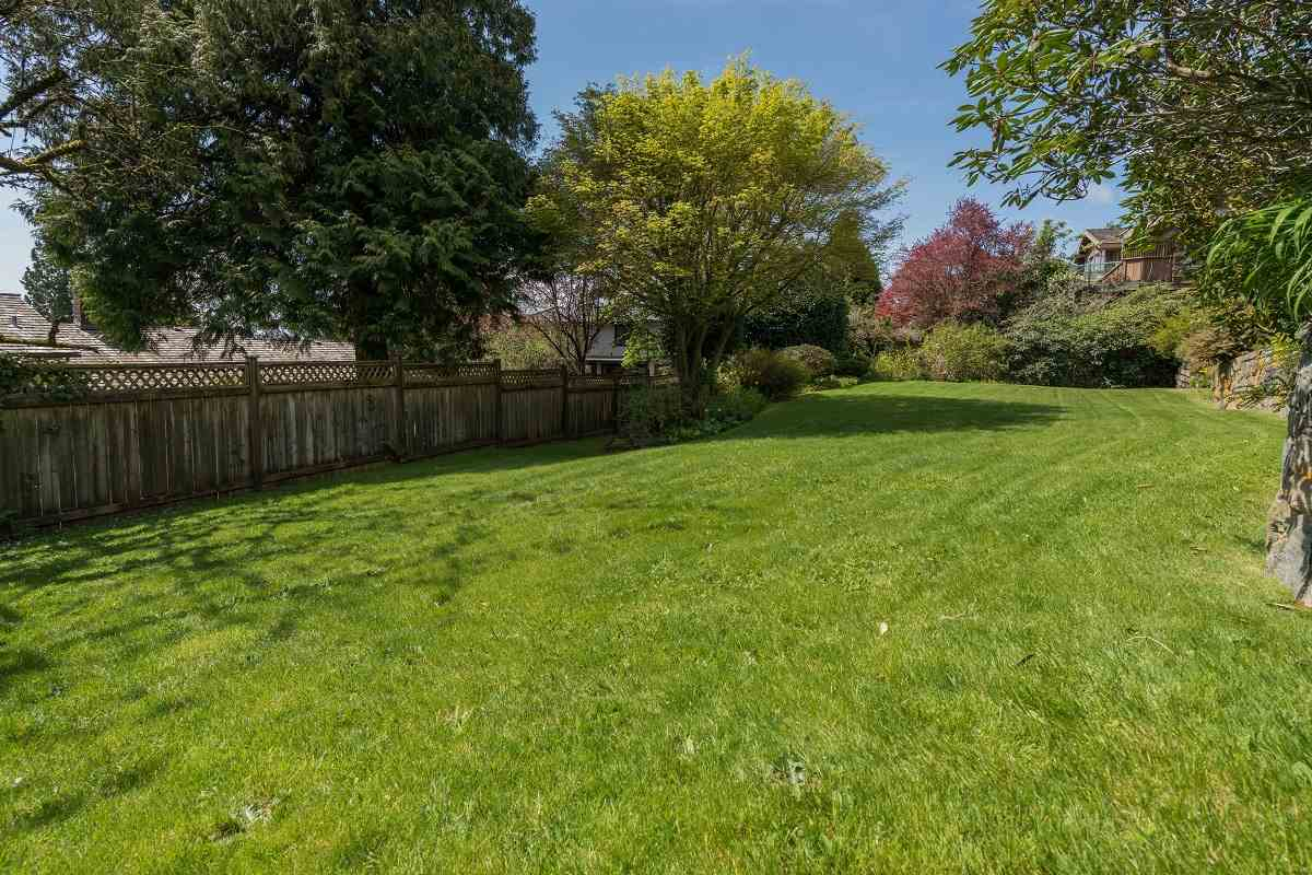 Detached at 3170 BENBOW ROAD, West Vancouver, British Columbia. Image 16