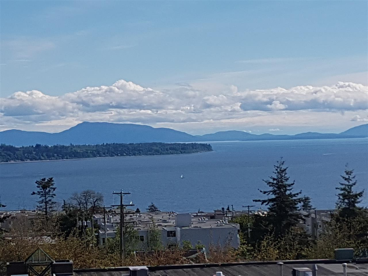 Condo Apartment at 503 1473 JOHNSTON ROAD, Unit 503, South Surrey White Rock, British Columbia. Image 1