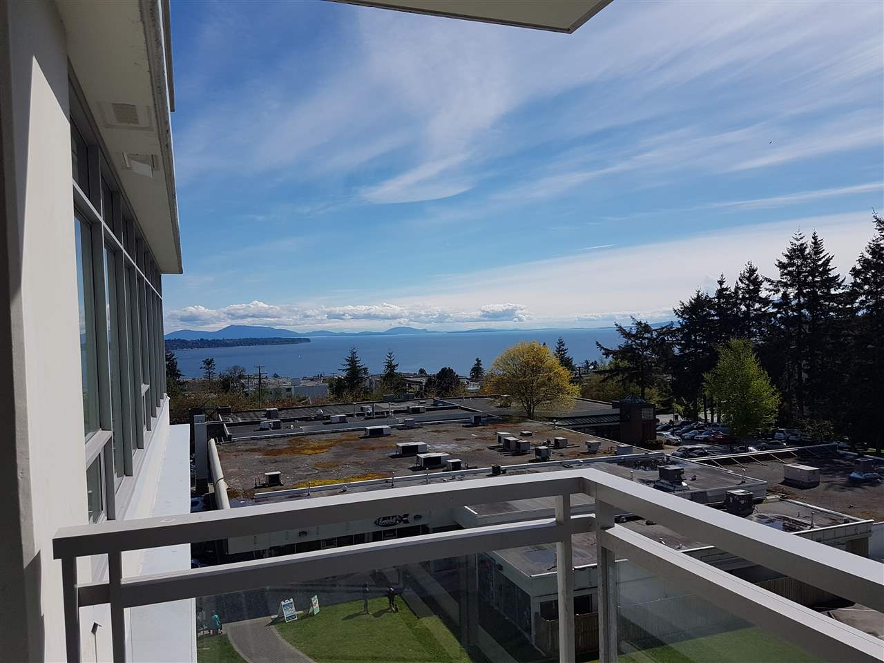 Condo Apartment at 503 1473 JOHNSTON ROAD, Unit 503, South Surrey White Rock, British Columbia. Image 2