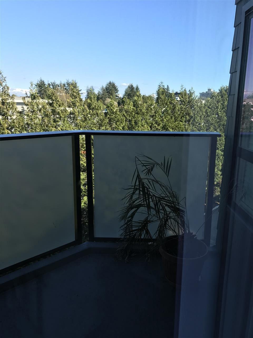 Condo Apartment at 306 1830 E SOUTHMERE CRESCENT, Unit 306, South Surrey White Rock, British Columbia. Image 4