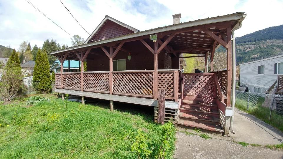 Detached at 48803 CHAUMOX ROAD, Hope, British Columbia. Image 1