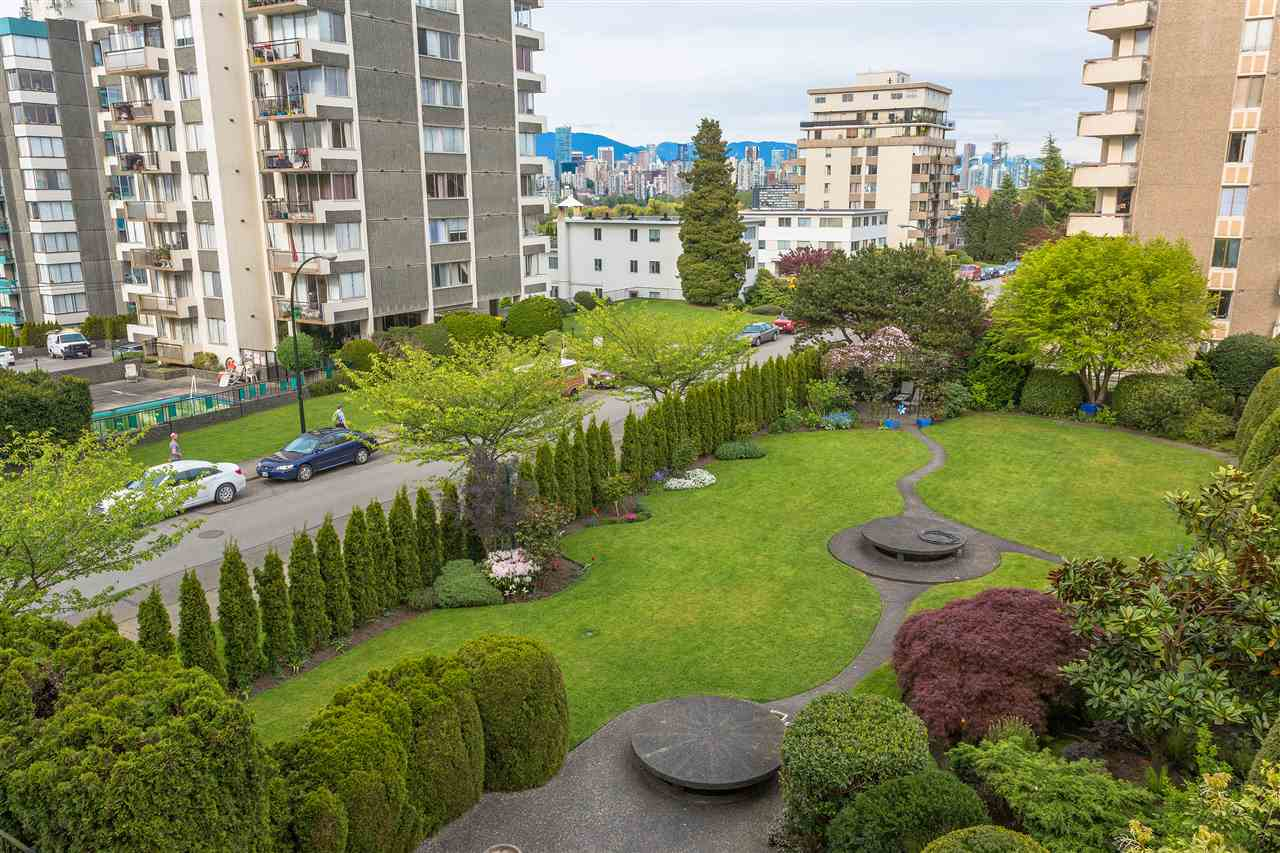 Condo Apartment at 304 2370 W 2ND AVENUE, Unit 304, Vancouver West, British Columbia. Image 11