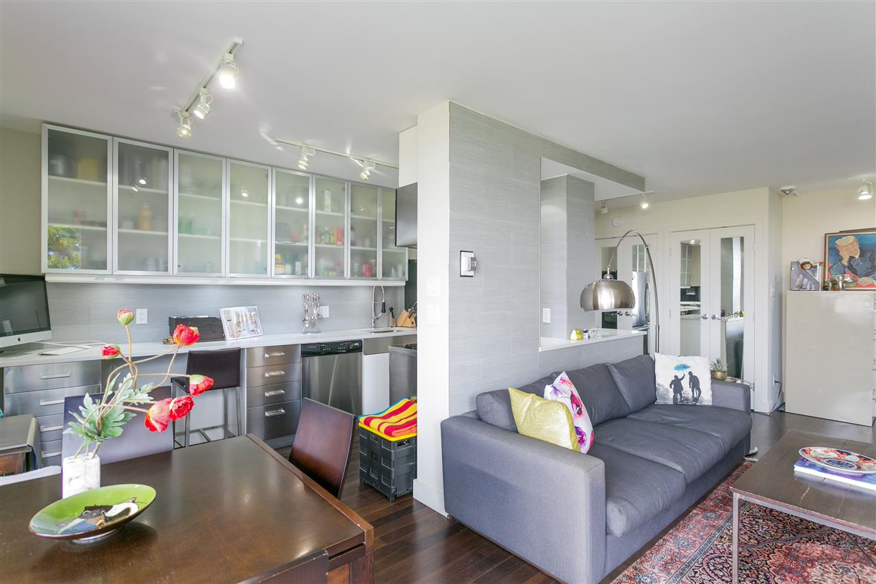 Condo Apartment at 304 2370 W 2ND AVENUE, Unit 304, Vancouver West, British Columbia. Image 12
