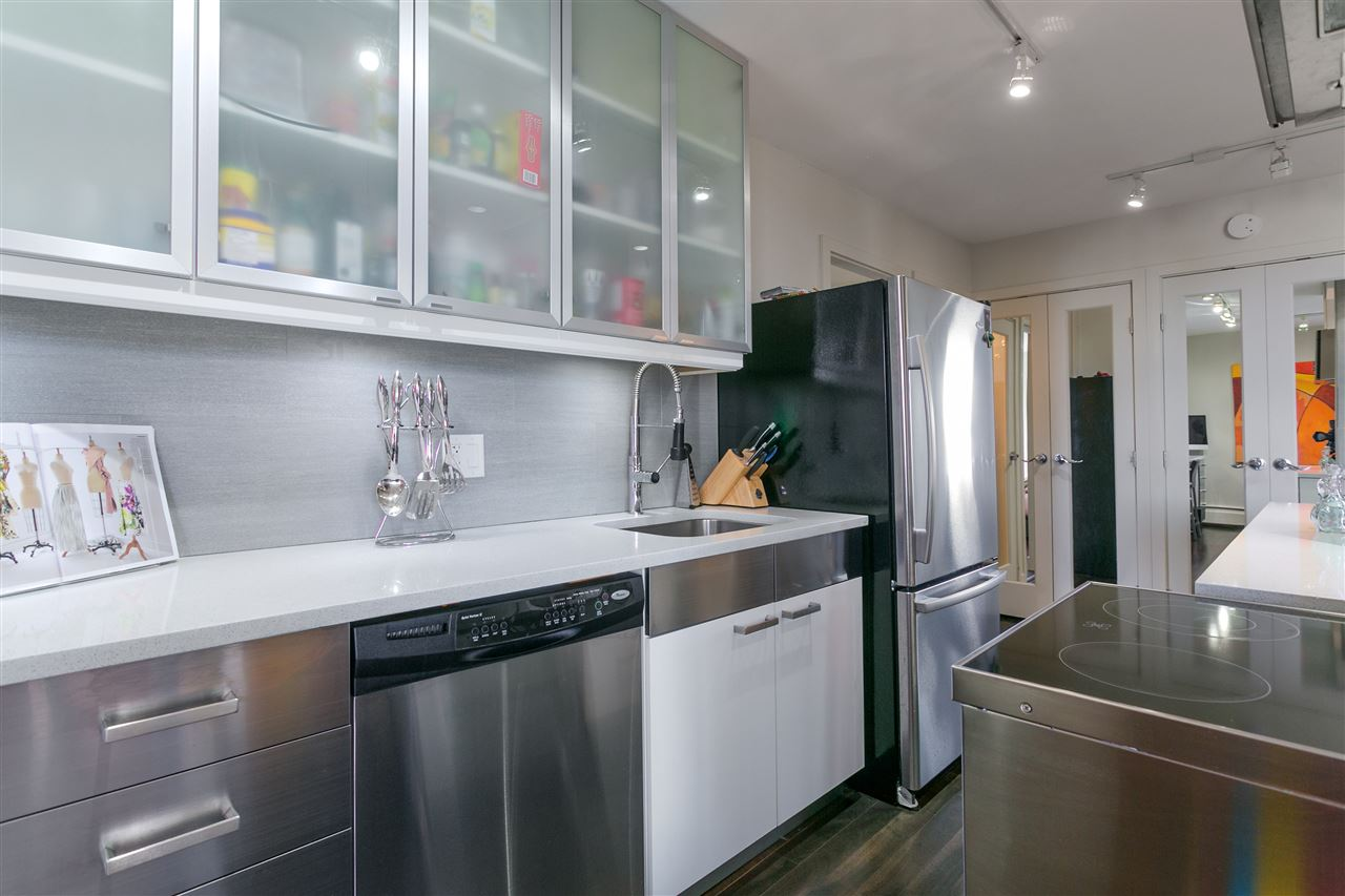 Condo Apartment at 304 2370 W 2ND AVENUE, Unit 304, Vancouver West, British Columbia. Image 15